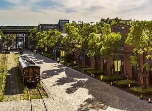 上海16条漫游线路,宝山这条线路你尝试过吗? 2021-02-15 15:37:41 每天穿梭在上海的大街小巷,你是否细细品味过它的独特韵味。市文旅局推荐了16条城市漫游线路,包括宝山的工业文明之旅、
